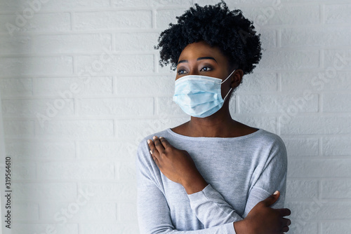 Canvastavla Portrait of young African-American woman wearing disposable medical face mask