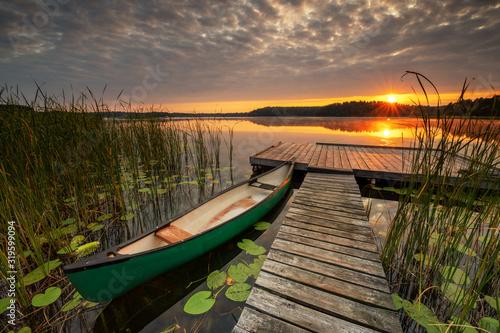 Beautiful summer sunrise over lake Fototapete