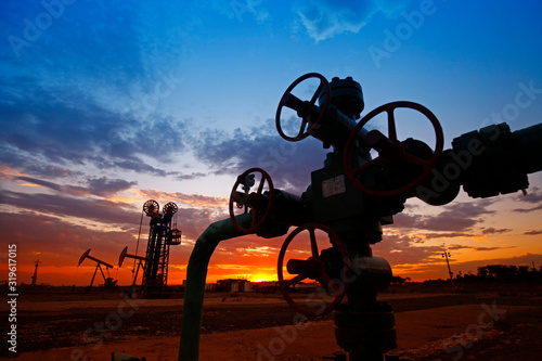 Fototapeta Oil pipes and valves obraz