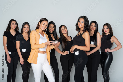 Photo Beauty Pageant Contestants In Training