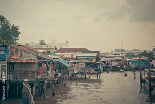 Fototapeta HOUSES BY SEA AGAINST SKY IN CITY
