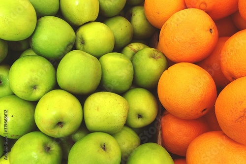 Papel de parede Full Frame Shot Of Granny Smith Apples And Oranges At Market Stall