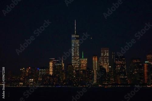 Photo Illuminated One World Trade Center With Cityscape At Night