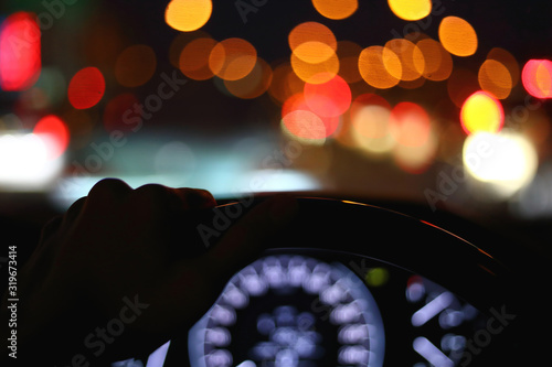 Fotografía black steering wheel inside car drive in night city street