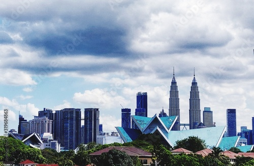 Fototapeta BUILDINGS IN CITY AGAINST CLOUDY SKY obraz