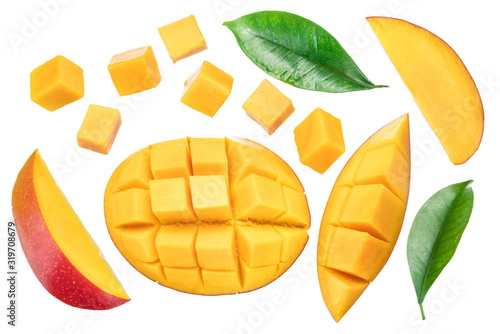 Fotomural Set of mango cubes and mango slices isolated on a white background