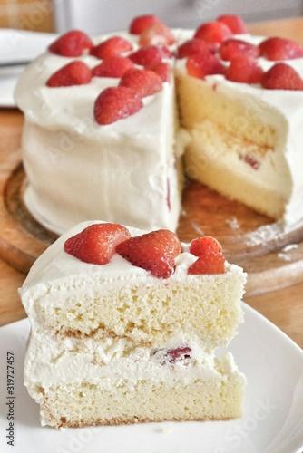 Fotografia, Obraz Close-Up Of Strawberry Shortcake On Table