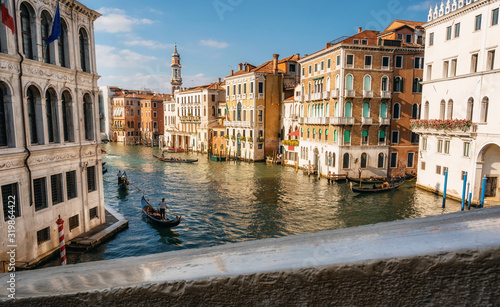 Fotomural Gondolas and boats float on Grand Canal in Venice, Italy