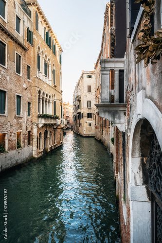 Cuadros en Lienzo Colorful houses along narrow canal waters of Venice Italy