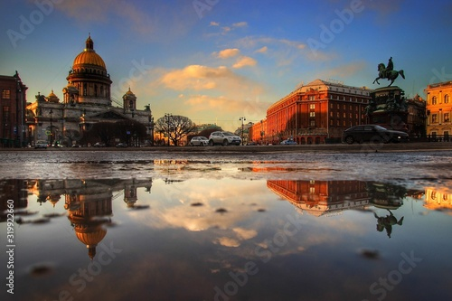 Photo REFLECTION OF BUILDINGS IN WATER