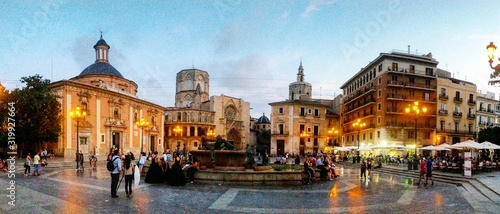 People At Plaza De La Virgen At Sunset - fototapety na wymiar
