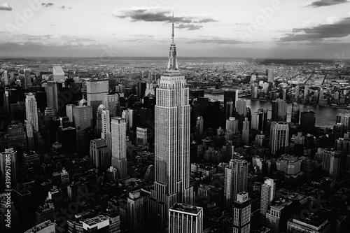 Obraz empire state building in new york city - fototapety do salonu