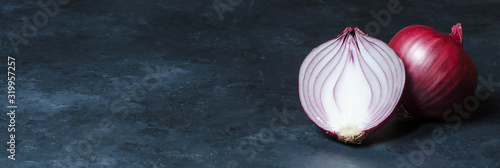 Fotografia Red onion on dark background. Copy space