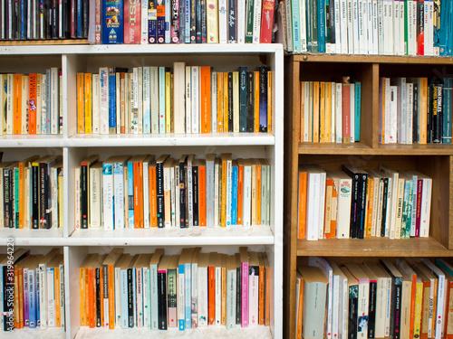 Books Arranged On Shelf At Library Tapéta, Fotótapéta