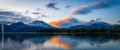 fototapeta na drzwi i meble Colorful Mountain Sunset - Oregon