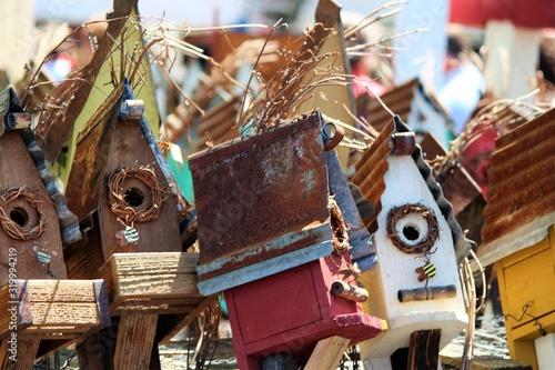 Billede på lærred Close-Up Of Rusty Birdhouses At Market Stall
