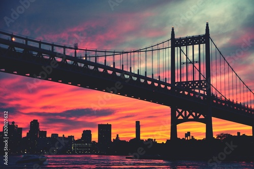 Canvas-taulu Low Angle View Of Silhouette Triborough Bridge Over East River During Sunset