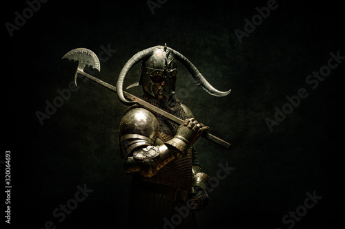 Photo Portrait of a Viking Berserker warrior, holding a halberd on his shoulder