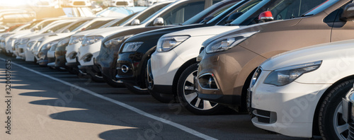 Canvastavla Cars in a row. Used car sales