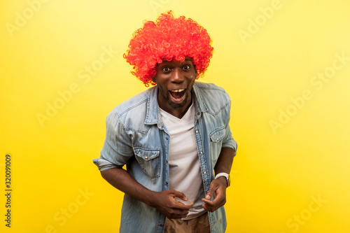 Fotografía Portrait of enthusiastic funny crazy carefree man wearing red curly wig and denim casual shirt laughing loud at camera, easy optimistic lifestyle