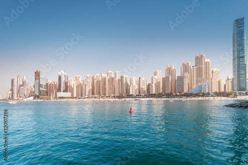 Photo Numerous skyscrapers residential buildings and apartments and hotels on the Persian Gulf in Dubai