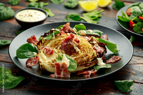 Fotomural Oven roasted cabbage steaks with bacon, spinach and mayonnaise