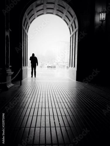 Obraz Silhouette man standing at archway - fototapety do salonu
