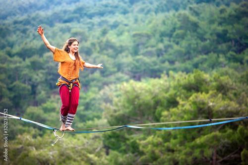 Fotomural Highliner on a rope.