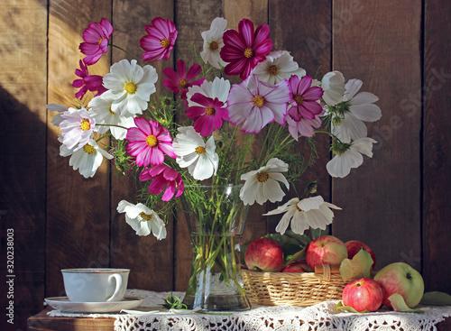 Fototapeta still life with flowers and apples. obraz