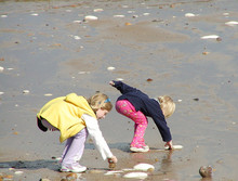 CHILDREN ON SAND