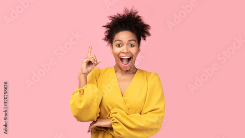 Canvas Print Excited teenage girl has great idea and points up