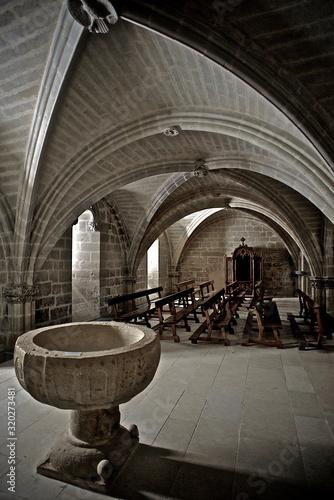 Canvastavla Interior de una iglesia medieval