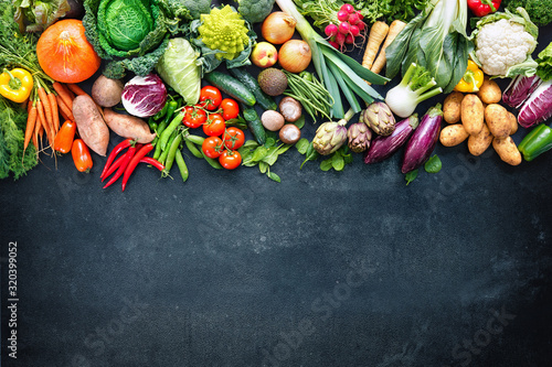 Fototapeta Food background with assortment of fresh organic vegetables obraz