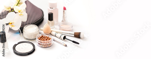 Canvastavla Beauty background with facial cosmetic products
