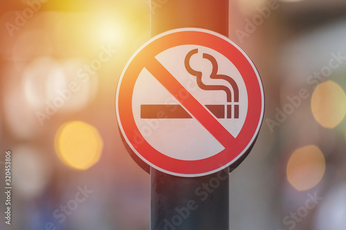 Valokuva No smoking sign with green
