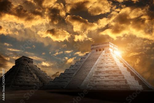 Ancient Mayan pyramid (Kukulcan Temple), Chichen Itza, Yucatan, Mexico Wallpaper Mural