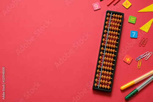 Photo Mental arithmetic and math concept: colorful pens and pencils, numbers, abacus s