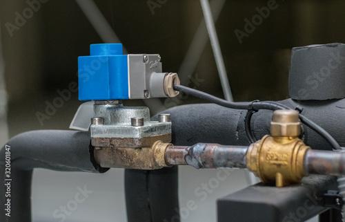 válvula eléctrica en una instalación frigorífica o de climatización de aire acon Canvas Print