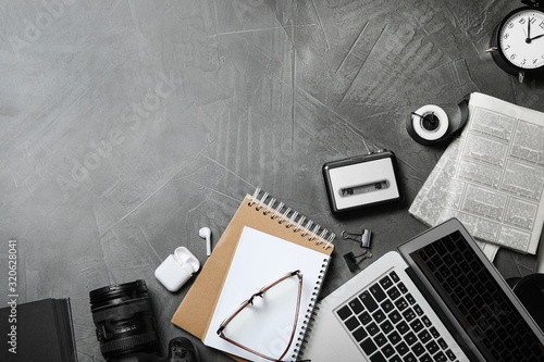Cuadros en Lienzo Flat lay composition with equipment for journalist on grey table, space for text
