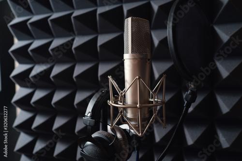 Fotografiet Studio microphone in recording studio with acoustic foam