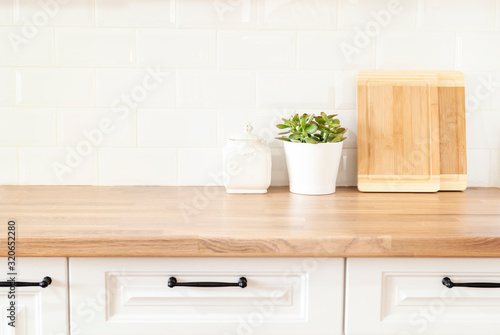 Photographie Bright And Clean Kitchen With White Cabinets, Close Up