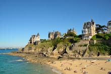 Plage Et Villas De La Pointe De La Malouine à Dinard, Bretagne - Beach And Houses In Dinard, Brittany, France