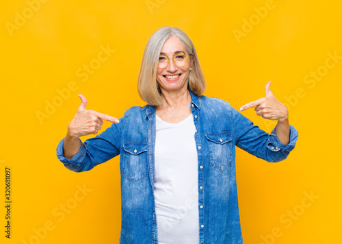 Fotografia senior or middle age pretty woman looking proud, arrogant, happy, surprised and
