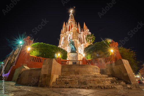 Fototapeta premium Sitio De La UNESCO En San Miguel De Allende A La Puesta Del Sol