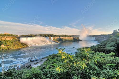 Niagara – wodospad na rzece Niagara, na granicy Kanady, prowincja Ontario i USA, stan Nowy Jork.  - fototapety na wymiar