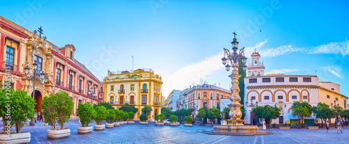 Canvas Print Panorama of Plaza de la Virgen de los Reyes in Seville, Spain
