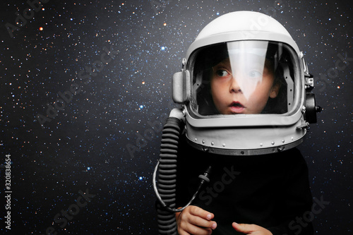 Cuadros en Lienzo A small child imagines himself to be an astronaut in an astronaut's helmet
