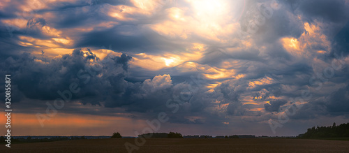 Photo Climate change concept with asperitas storm clouds, banner