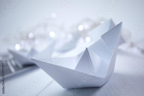 paper boats on the documents Billede på lærred