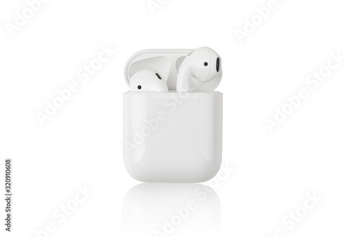 Fotomural Wireless headphones on a white background